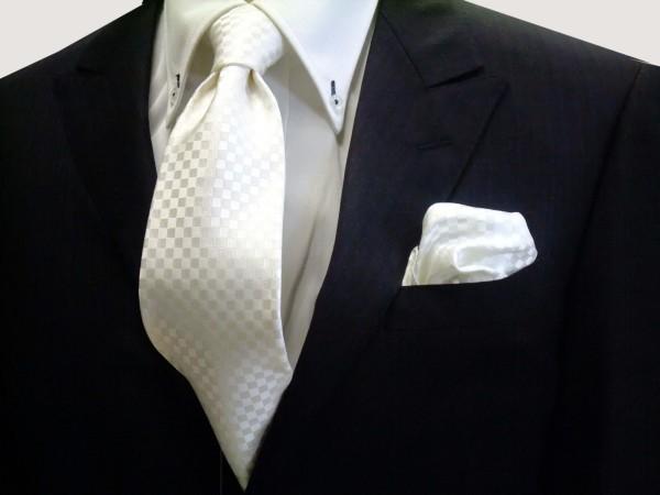 ネクタイ・ポケットチーフセット【白(ホワイト)(少し黄身かかっています)結婚式用市松模様ネクタイ】