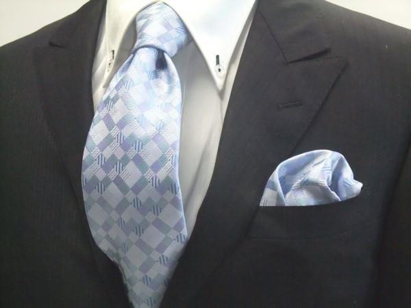 ネクタイ・ポケットチーフセット【水色とブルー(青)の4色のグラデーション市松模様ネクタイ&ポケットチーフセット】