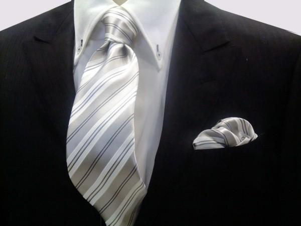 ネクタイ・ポケットチーフセット【シルバーグレー地にグレーと白のストライプ】