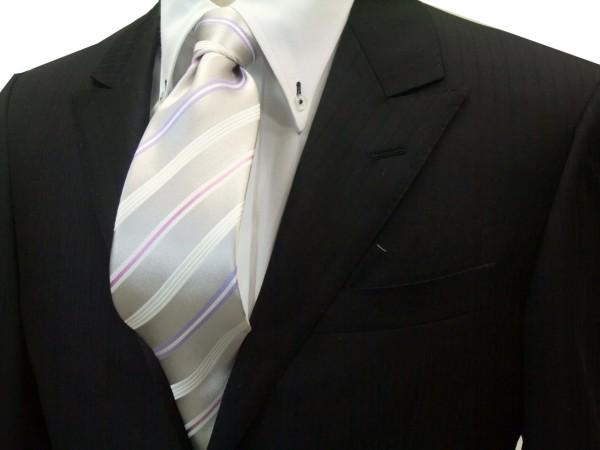 ネクタイ【シルバーグレー地に白とラベンダーとピンクのストライプネクタイ】