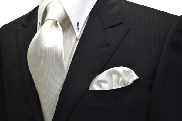 ネクタイ・ポケットチーフセット【白(ホワイト)のソリッド(無地)ネクタイ&ポケットチーフセット】