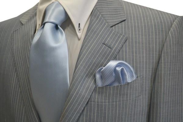 ネクタイ・ポケットチーフセット【淡い水色のソリッド(無地)ネクタイ&チーフ】