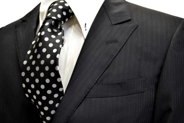 定番・市松模様 ネクタイ【黒(ブラック)地に白のドット8mm柄ネクタイ(シルバーぽいです) 】