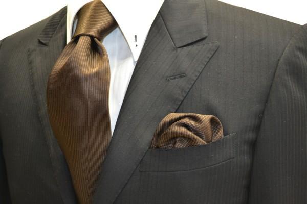 ネクタイ・ポケットチーフセット【濃いブラウンの無地(ソリッド)ネクタイ&チーフセット】