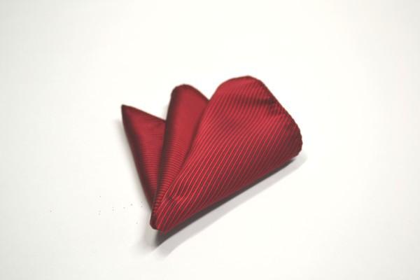 ポケットチーフ【濃い赤(少しワインぽい赤)ソリッド(無地)ポケットチーフ】
