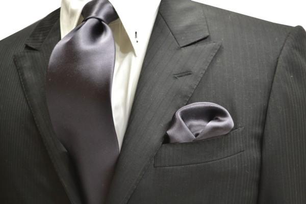 ネクタイ・チーフセット【濃いグレーのネクタイ&ポケットチーフセット】