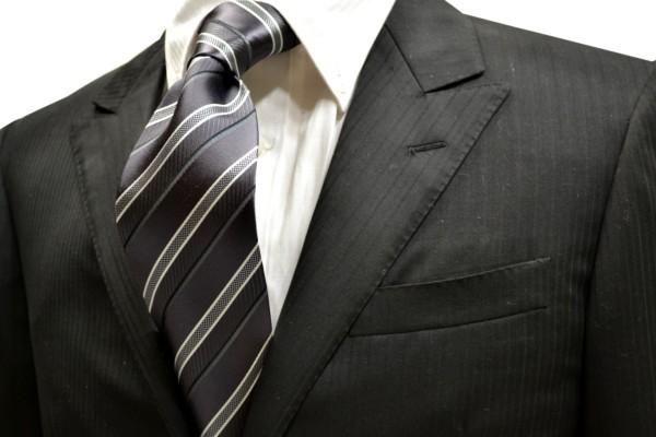 ネクタイ【濃いグレー地に白と黒のストライプネクタイ】