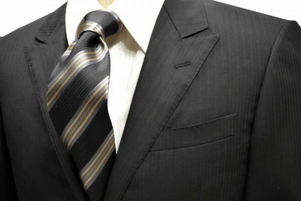ネクタイ【ブラックの織柄地にグレーと濃いベージュのストライプネクタイ】