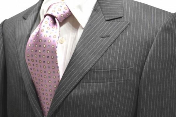 ネクタイ【ピンク地にベージュとネイビーとホワイトの小紋柄ネクタイ】