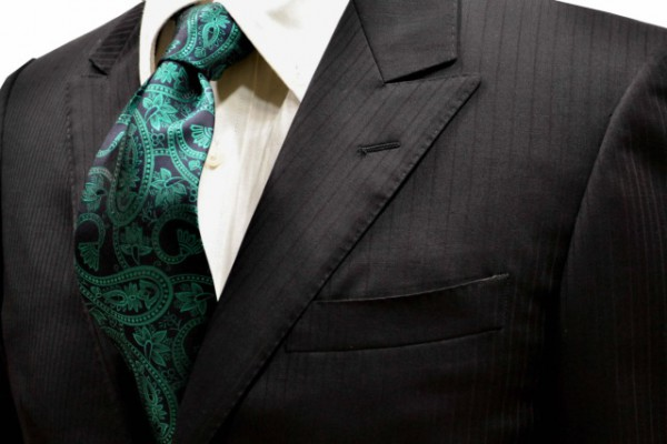 定番・市松模様 ネクタイ【黒地に大柄のグリーンのペイズリー柄ネクタイ】
