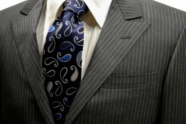 ネクタイ【濃いネイビー地に水色の濃淡のペイズリー柄ネクタイ】