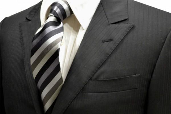 ネクタイ【黒と濃いグレーと薄いグレーとシルバーのストライプネクタイ】