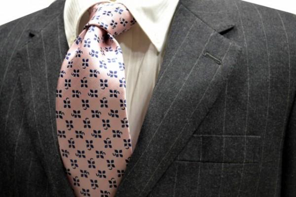 ネクタイ【ピンク地に紺のクローバーの小紋柄ネクタイ】