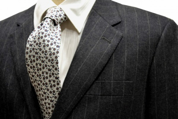 ネクタイ【白地にグレーの花柄ネクタイ】