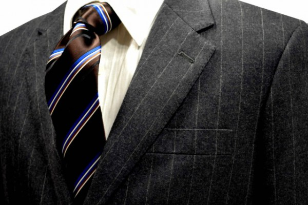 ネクタイ【ブラゥン時にブルーとホワイトとブラックとライトブラウンのストライプネクタイ】