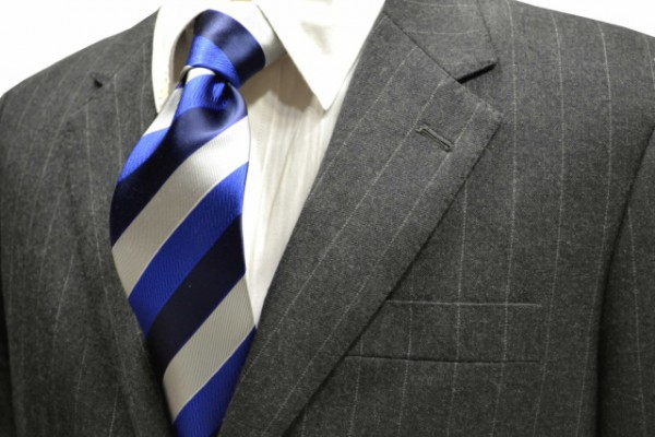 ネクタイ【濃いネイビーとブルーとシルバーのストライプネクタイ】
