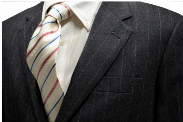 ネクタイ【白(少し黄色がかっている)地に水色と濃いローズピンクのストライプネクタイ】