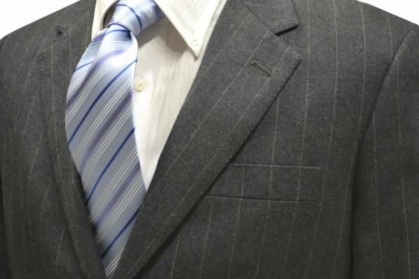 ネクタイ【水色地に白とブルーと紫色のストライプネクタイ】
