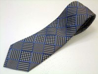 グレンチェック ネクタイ【白と黒のグレンチェックにブルーの縁どりのネクタイ】