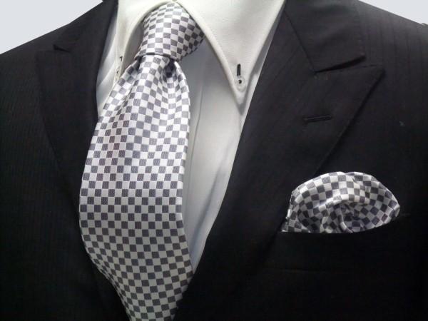 ネクタイ・チーフセット【ホワイト(白)×シルバーグレーの市松模様ネクタイ&ポケットチーフセット】