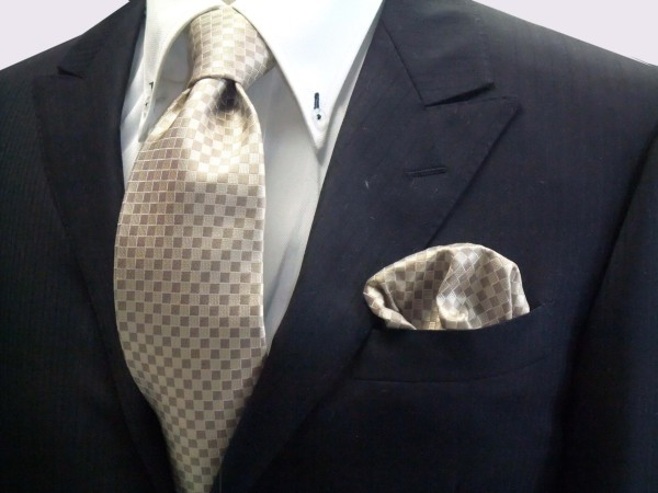 ネクタイ・ポケットチーフセット【ゴールド×ベージュの市松模様ネクタイ&ポケットチーフセット】