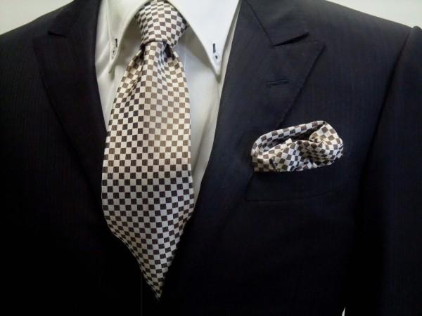 ネクタイ・ポケットチーフセット【ベージュ×ブラウンの市松模様ネクタイ&ポケットチーフセット】