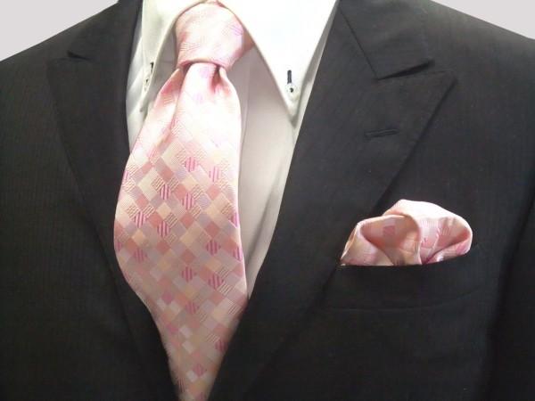 ネクタイ・ポケットチーフセット【ピンクのグラデーション(4色)の市松模様ネクタイ&チーフセット】
