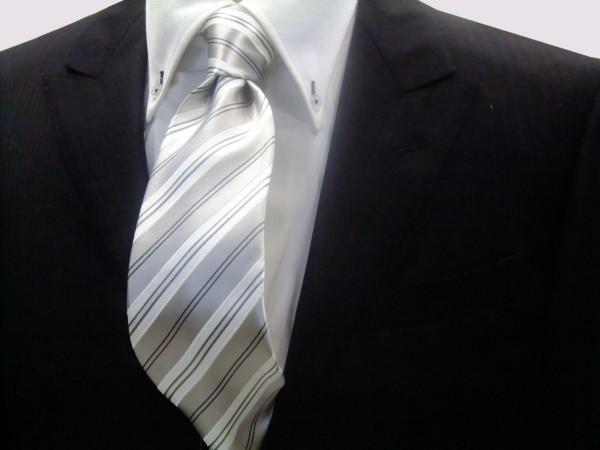 ネクタイ【シルバーグレー地にグレーと白のストライプネクタイ】