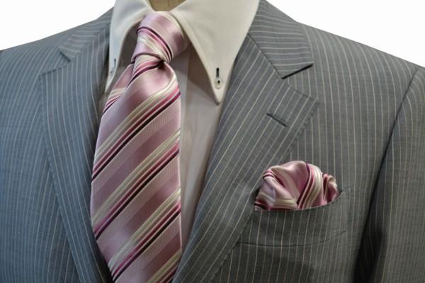 ネクタイ・ポケットチーフセット【ピンク地に濃いピンクのグラデーションネクタイセット】
