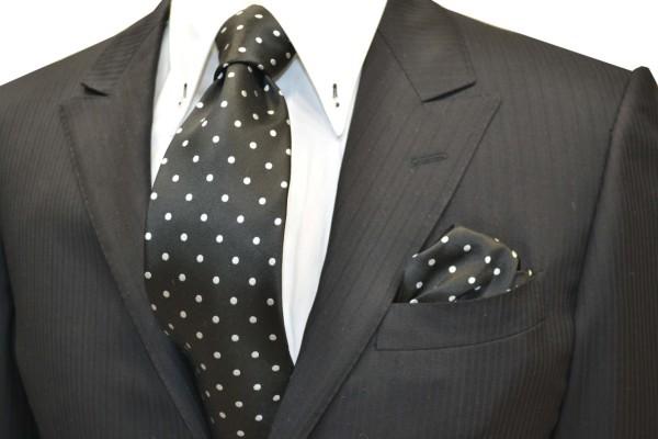ネクタイ・ポケットチーフセット【黒地に白(少しシルバーぽい)の水玉5mm(ドット)柄ネクタイ&チーフセット】