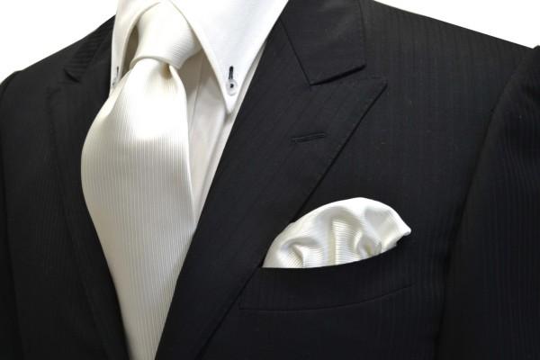 ネクタイ・ポケットチーフセット【白(ホワイト)のソリッド(無地)ネクタイ&ポケットチーフセット(少し黄色かかっています。)】