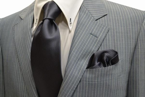 ネクタイ・ポケットチーフセット【チャコールグレーのソリッド(無地)ネクタイ&チーフセット】