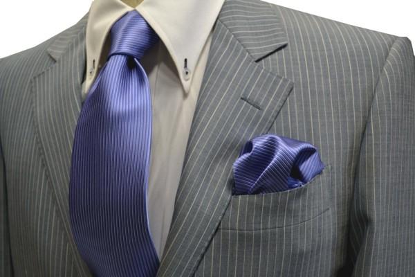 ネクタイ・ポケットチーフセット【濃い水色(ラベンダーがかかっています)のソリッド(無地)ネクタイ&チーフセット】