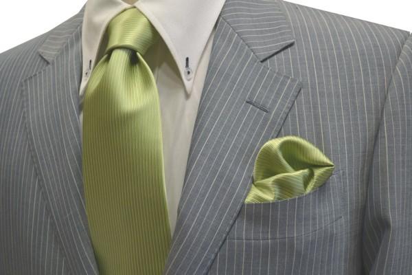 ネクタイ・チーフセット【アップルグリーン(薄い黄緑)のソリッド・ネクタイ&チーフセット】