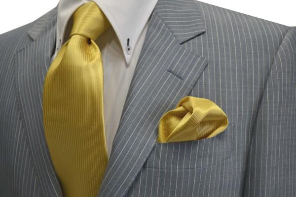 ネクタイ・ポケットチーフセット【濃い黄色(薄いゴールド)のソリッドネクタイ&チーフセット】