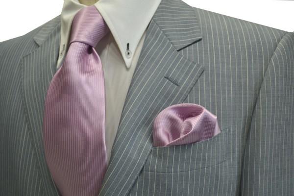 ネクタイ・ポケットチーフセット【少しラベンダーかかったピンクのソリッド(無地)ネクタイ&チーフセット】