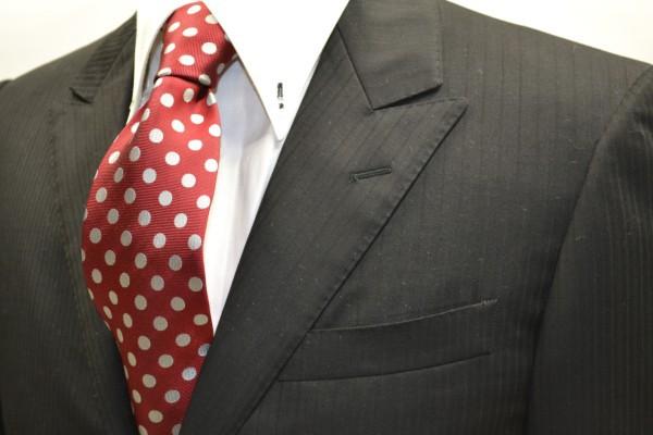 ネクタイ【濃いレッド(赤)に生成りのドット8mm柄ネクタイ】