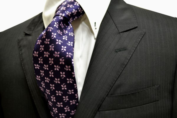 ネクタイ【紫に地にピンクの4つ葉のクローバー小紋柄ネクタイ】