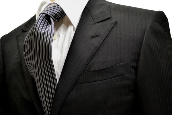 定番・市松模様 ネクタイ【ブラックとチャコールグレーとシルバーグレーのストライプネクタイ】