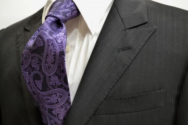 定番・市松模様 ネクタイ【黒に近い紫地に紫の大きなペイズリー柄のネクタイ】