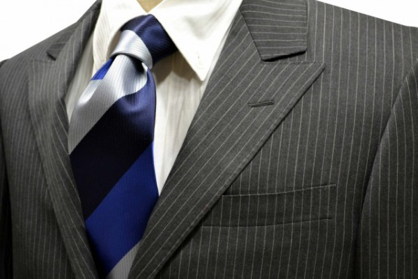 定番・市松模様 ネクタイ【明るめのブルーとネイビーとブルーがかったシルバーのストライプネクタイ】