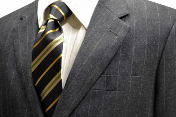 ネクタイ【ブラック地にゴールドと濃いベージュとグリーンのストライプネクタイ】