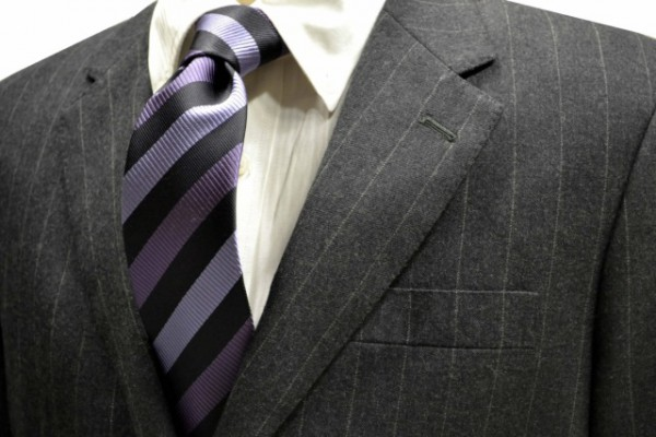 定番・市松模様 ネクタイ【ブラックと濃いパープルと薄いパープルのストライプネクタイ】