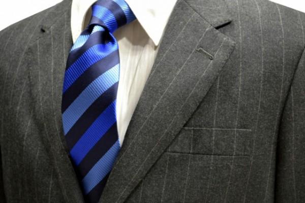 ネクタイ【濃いネイビーと濃いブルーとブルーのストライプネクタイ】