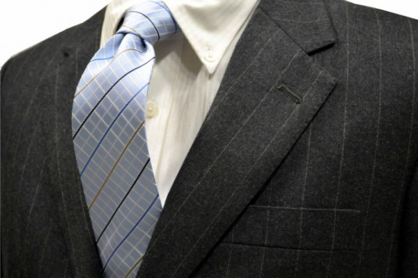ネクタイ【水色地にベイジュ、ブルー、ブラック、ホワイトのチェック柄ネクタイ】