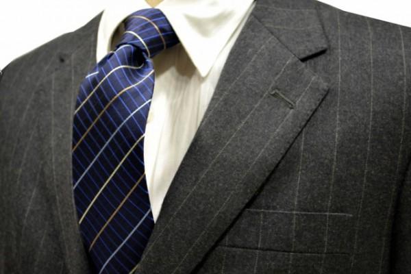 ネクタイ【紺地に生成り、水色、ベイジュ、ネイビーのチェック柄ネクタイ】