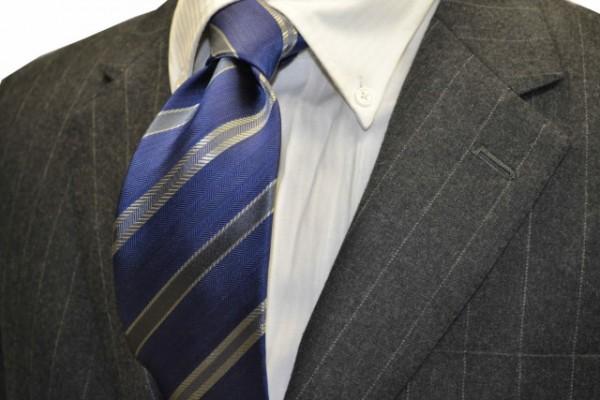 定番・市松模様 ネクタイ【ブルー地にグレーとシルバーのストライプネクタイ】