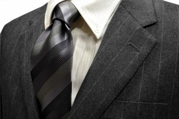 ネクタイ【グレー、ブラックのストライプネクタイ】