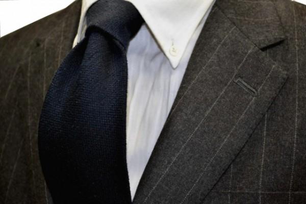 定番・市松模様 ネクタイ【濃いネイビーの無地ネクタイ 無地変わり織】