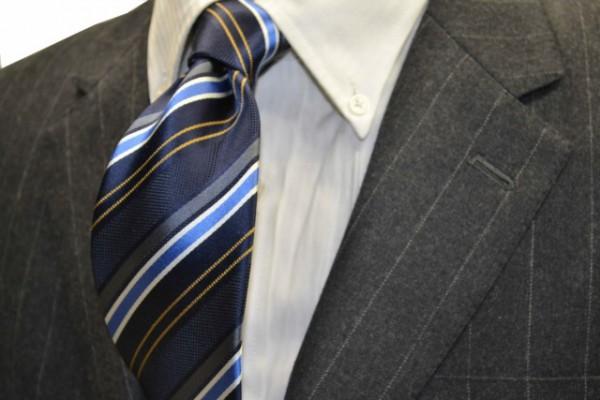定番・市松模様 ネクタイ【ネイビー地に、ブルー、グレー、ホワイト、イエローのストライプネクタイ】